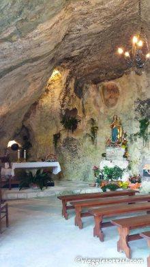 santuario madonna della grotta interno